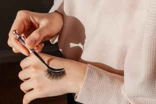 Magnetischen Eyeliner anbringen