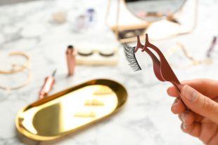 Magnetischer Eyeliner ist nicht schädlich für Deine Augen.