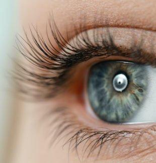 Eine Wimpernwelle ist eine Dauerwelle für die Wimpern.
