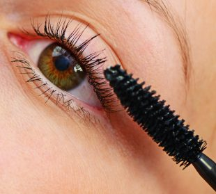 Wimpern färben kann den Einsatz von Mascara ersetzen.
