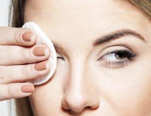 Anstelle des Cleansers aus dem Set kannst Du auch anderen Make-up-Entferner nutzen.
