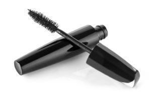 Wenn Du neue Wimperntusche kaufen willst, solltest Du besonders auf Konsistenz und Bürstchenform achten.